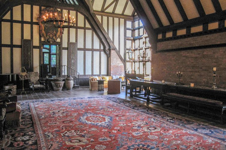 Additional photo for property listing at Historic Village Tudor  东汉普顿, 纽约州