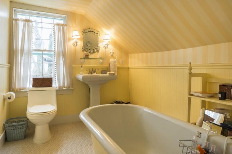 Additional photo for property listing at Sagaponack Village Farmhouse And Studio For Rent  Sagaponack, New York