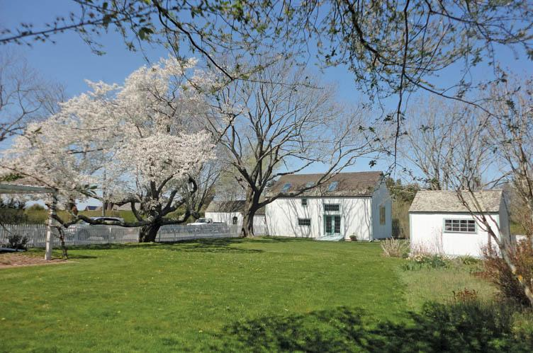 Additional photo for property listing at Sagaponack Village Farmhouse And Studio For Rent  萨加波纳克, 纽约州