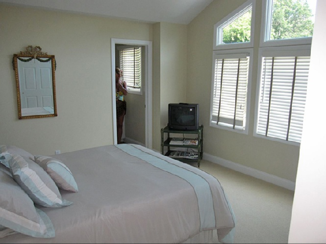 Additional photo for property listing at Bay Front Beauty  Southampton, New York
