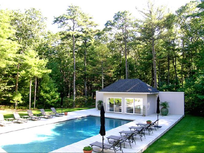 Additional photo for property listing at Contemporary Beauty  East Hampton, New York