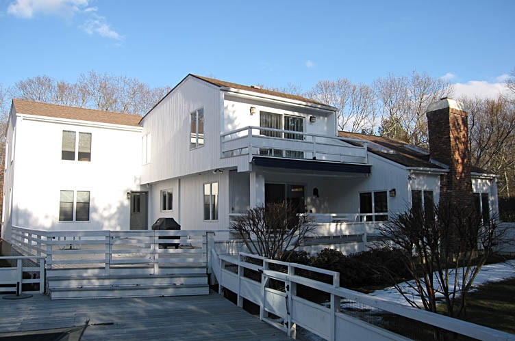 Additional photo for property listing at Contemporary  East Hampton, New York