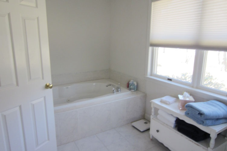 Additional photo for property listing at Close To Village And Ocean Beaches-August Rental  Southampton, Nueva York