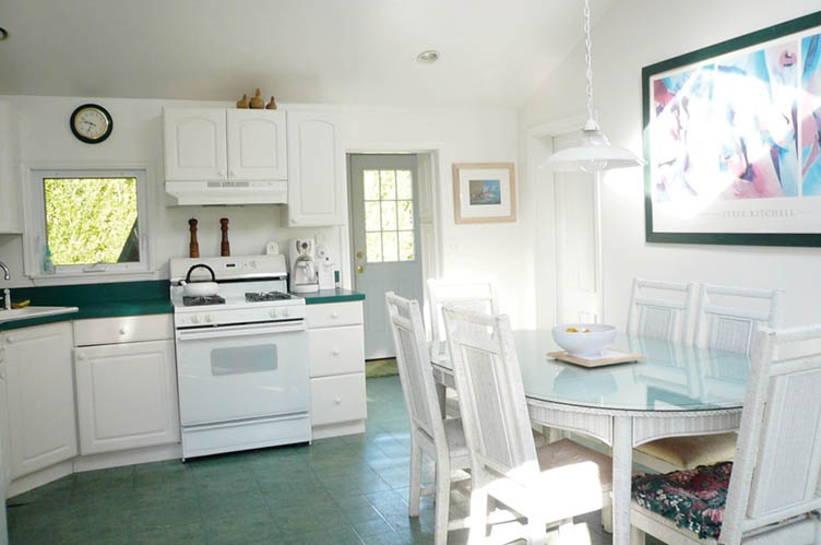 Additional photo for property listing at S-O-H Village Cottage  Bridgehampton, Nueva York