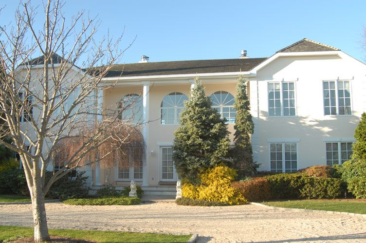 Additional photo for property listing at Pond Front In The Village  Southampton, Nueva York