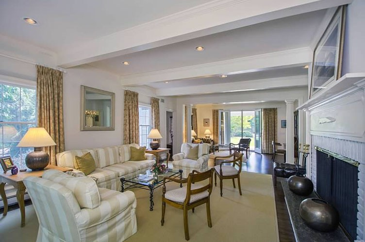 Additional photo for property listing at Recently Renovated  Southampton, Nueva York