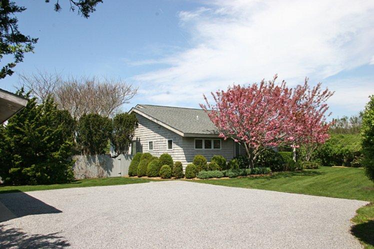 Casa Unifamiliar por un Alquiler en Bridgehampton Surfside Drive Beach Access Bridgehampton, Nueva York