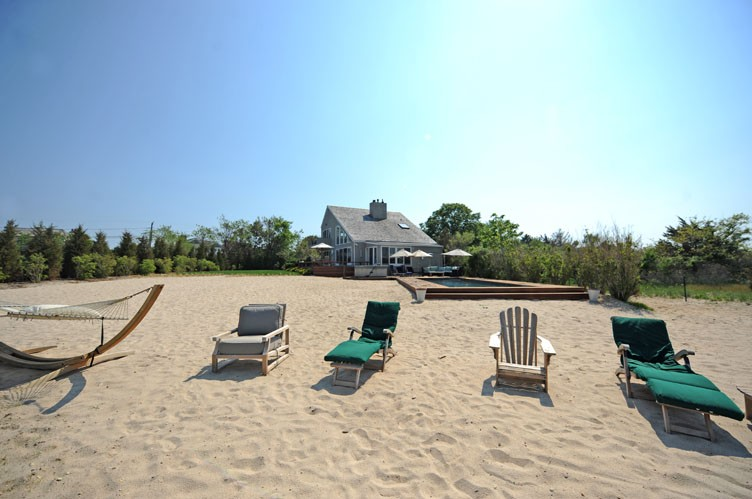 Additional photo for property listing at Amazing Sunsets Over Mecox Bay  Water Mill, Nueva York