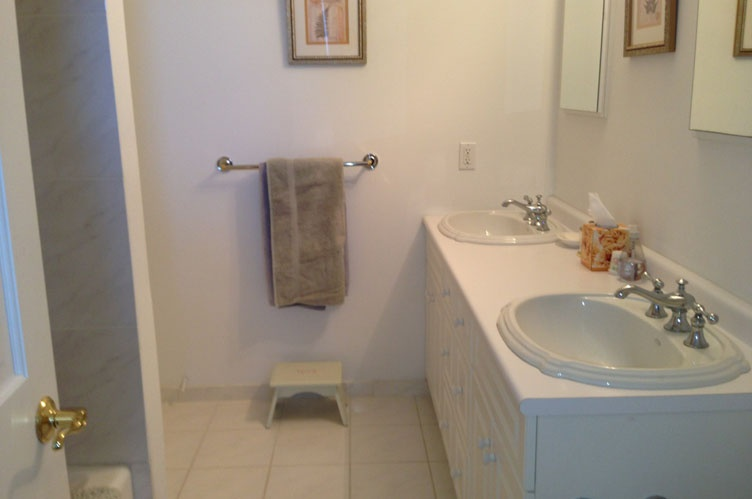 Additional photo for property listing at Designer's Own Home  Water Mill, New York