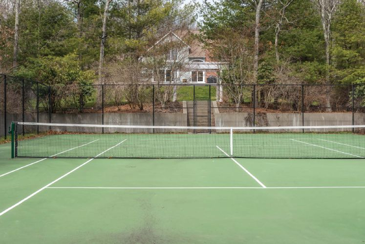 Additional photo for property listing at Privacy, Pool And Tennis In Water Mill  Water Mill, Nueva York