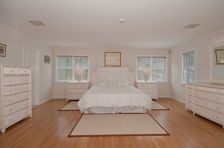 Additional photo for property listing at Wooded Privacy  Water Mill, Nueva York