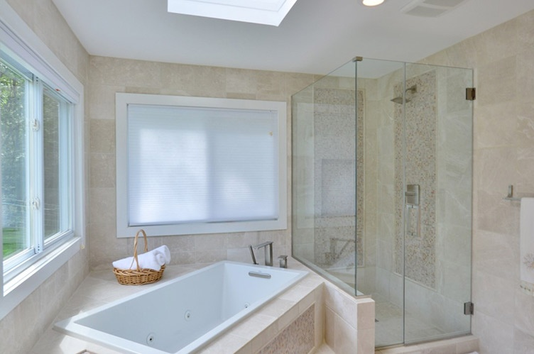 Additional photo for property listing at Freshly Renovated Contemporary  Southampton, Nueva York