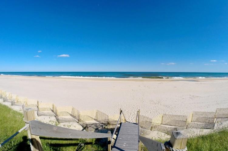 Additional photo for property listing at Sagaponack Oceanfront Rental  Sagaponack, New York