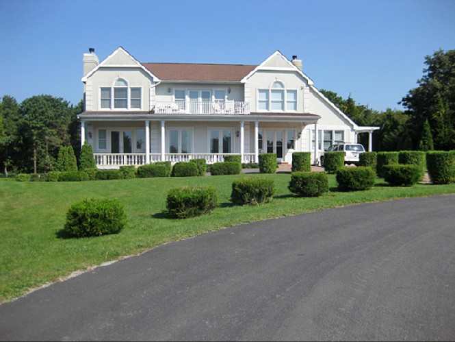 Additional photo for property listing at South Of The Highway With Bay And Ocean Views  Southampton, New York