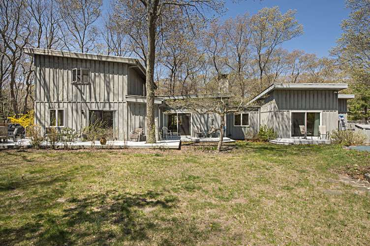 Additional photo for property listing at Mid Century Modern Rarity  Amagansett, New York