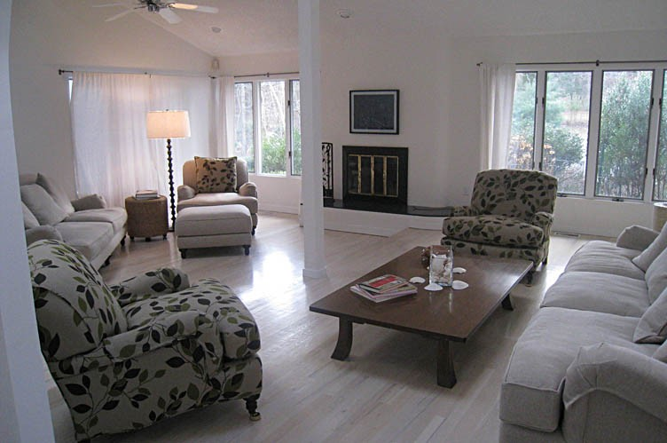 Additional photo for property listing at Two Story Contemporary  Sag Harbor, Nueva York