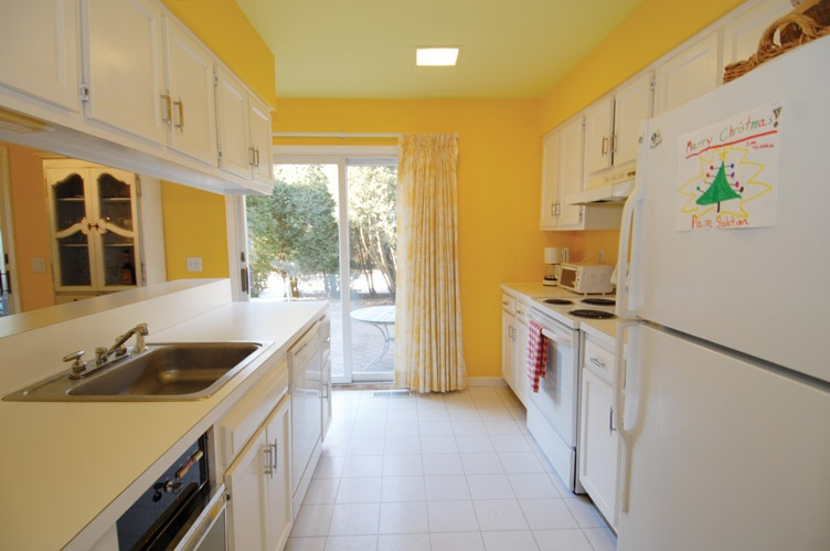 Additional photo for property listing at Village Condo  Southampton, New York