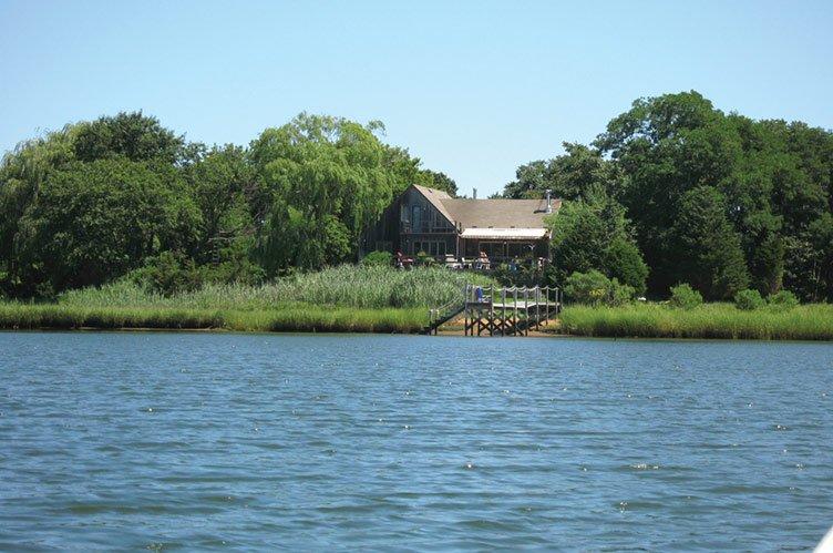 Casa Unifamiliar por un Alquiler en Waterfront Privacy, Plus... Sag Harbor, Nueva York