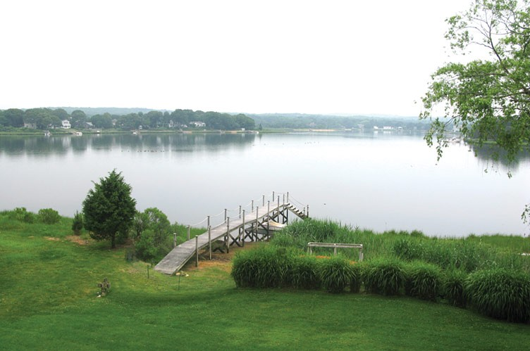 Additional photo for property listing at Waterfront Privacy, Plus...  Sag Harbor, Nueva York