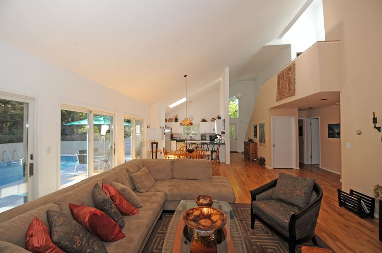 Additional photo for property listing at Stylish Contemporary  Amagansett, New York