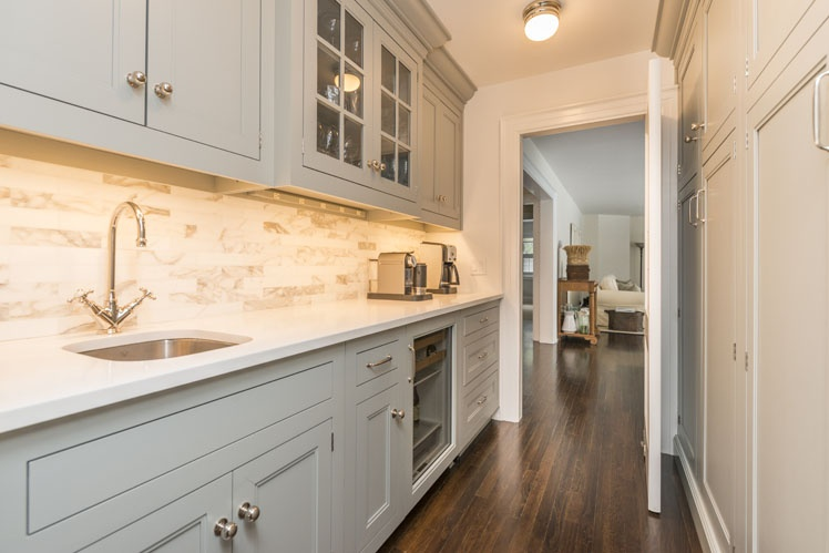 Additional photo for property listing at Beautifully Renovated Post Modern  Wainscott, New York
