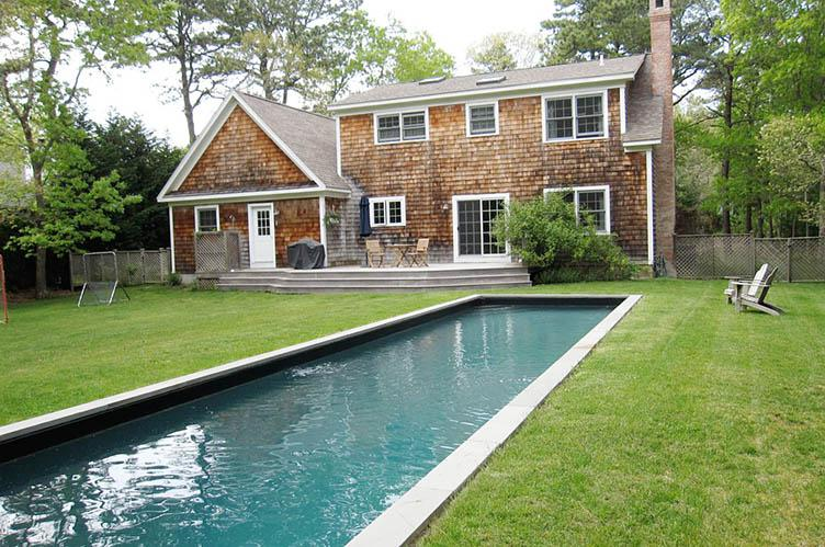 Additional photo for property listing at Wainscott Traditional  Wainscott, Nueva York