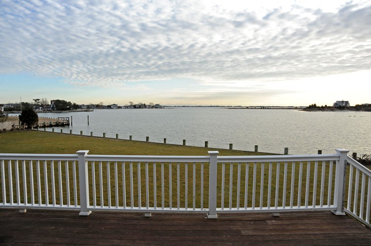 Additional photo for property listing at On The Waterfront  Southampton, New York