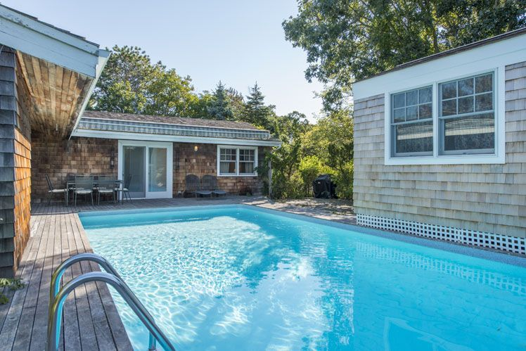 Additional photo for property listing at Newly Renovated Beach House  Amagansett, New York