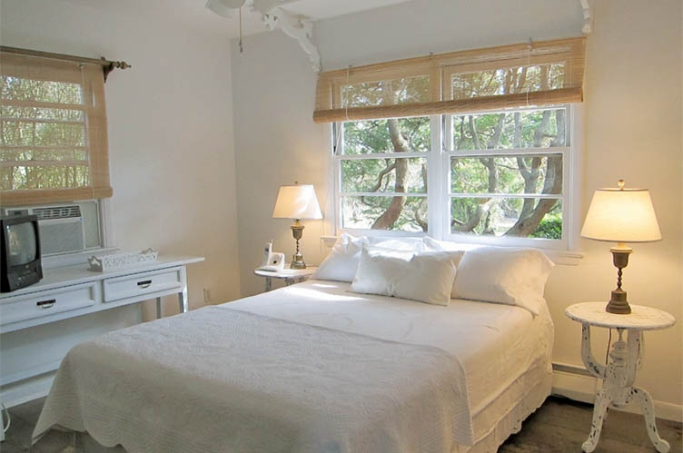 Additional photo for property listing at Charming Bridgehampton Cottage  汉普顿, 纽约州