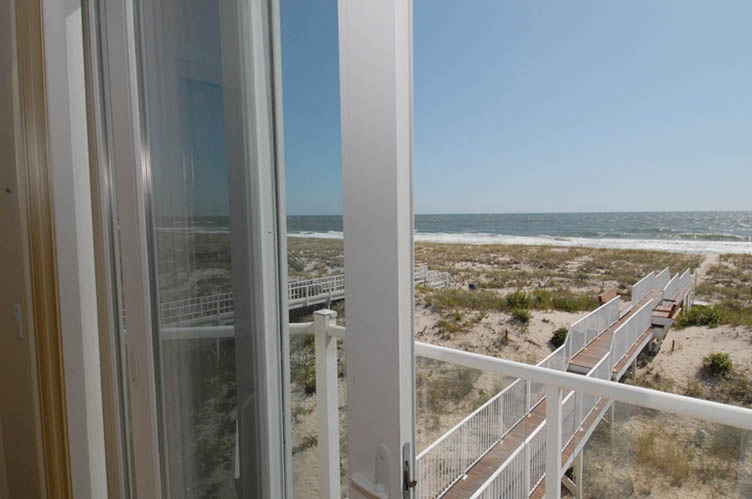 Additional photo for property listing at Oceanfront Beauty Winter Available Summer Or Year Round  Westhampton Beach, Nueva York