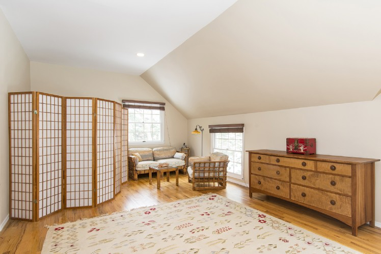 Additional photo for property listing at Wonderful In Wainscott, 1.5 Miles To The Beach  温斯科特, 纽约州