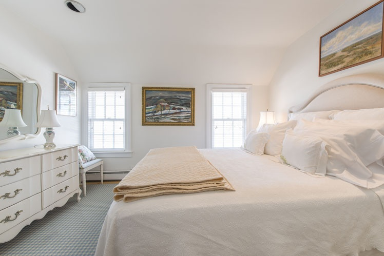 Additional photo for property listing at Bridgehampton South Traditional  Bridgehampton, New York