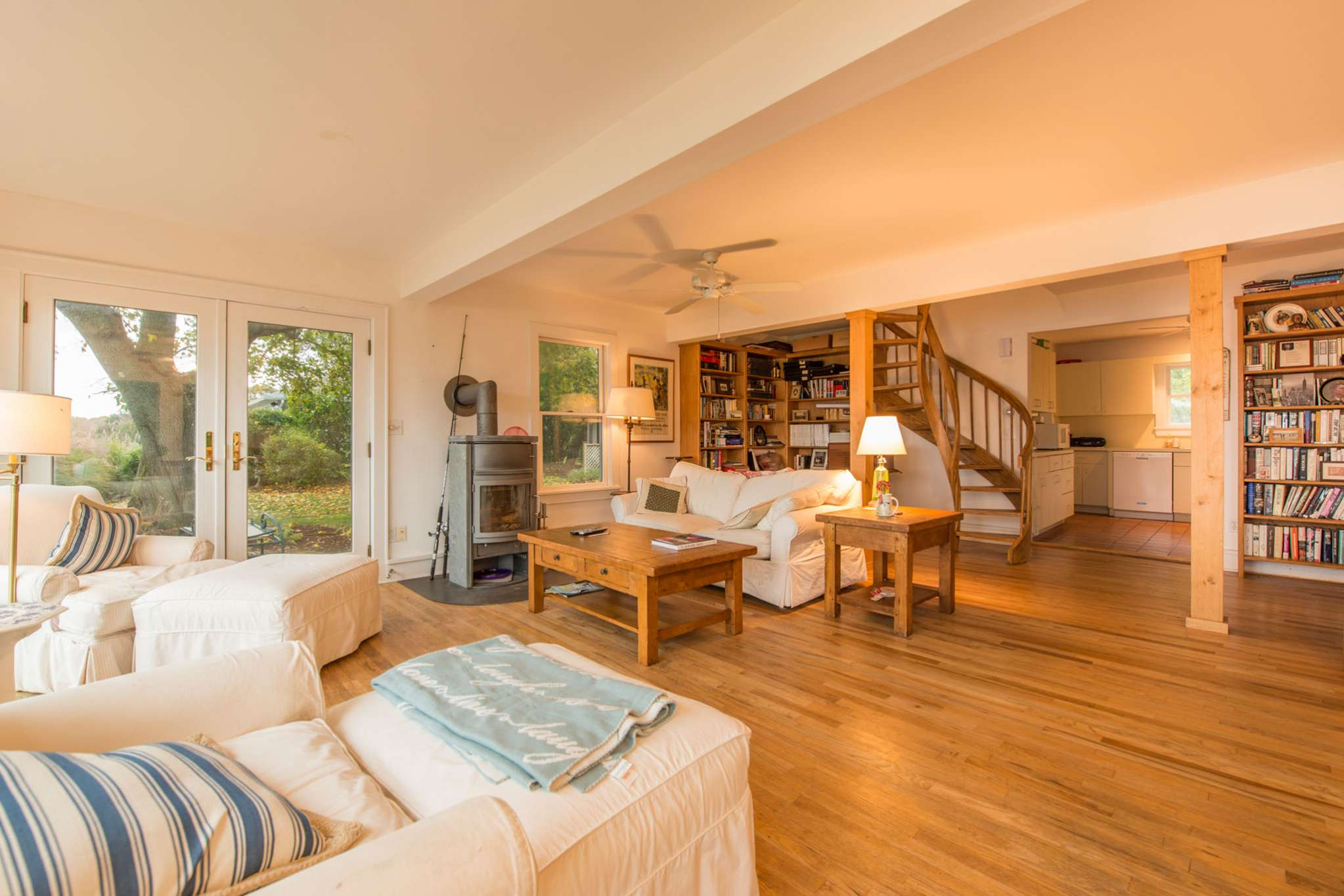 Additional photo for property listing at Sag Harbor Waterfront And Guest Cottage  Sag Harbor, New York