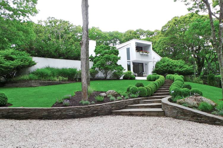 Casa Unifamiliar por un Alquiler en Quintessential Hamptons Rental On Great Street East Hampton, Nueva York