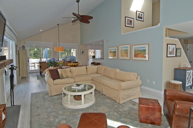 Additional photo for property listing at Quintessential Hamptons Rental On Great Street  East Hampton, New York