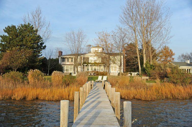 Casa Unifamiliar por un Alquiler en Bay Front Sag Harbor Village Gem Sag Harbor, Nueva York
