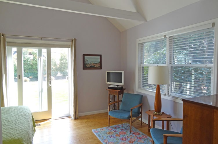 Additional photo for property listing at Charming And Convenient  Bridgehampton, New York