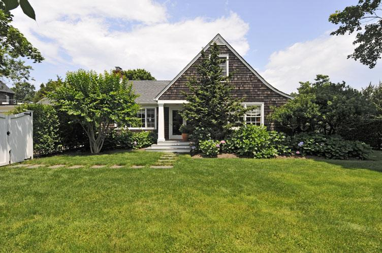 Additional photo for property listing at Glorious Sag Harbor Waterfront  Sag Harbor, New York