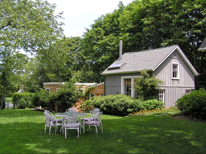 Additional photo for property listing at Beautiful Water Mill Compound Centrally Located  Water Mill, New York