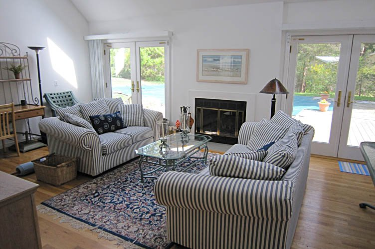 Additional photo for property listing at Country Lane By The Bay Beach  Southampton, Nueva York