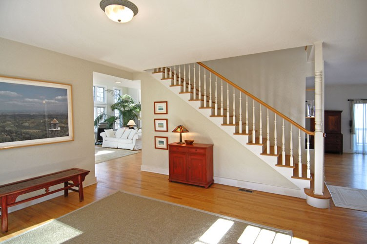 Additional photo for property listing at Year Round Views Of Gardiner's Bay  Amagansett, New York