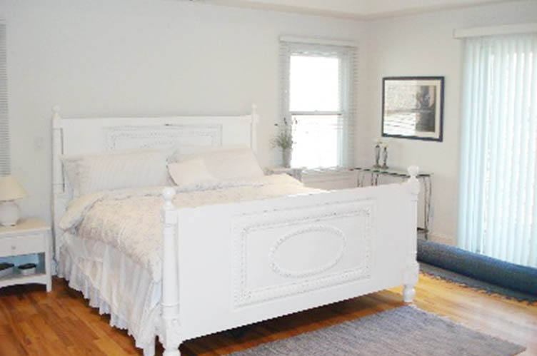 Additional photo for property listing at Convenient Easthampton  East Hampton, New York