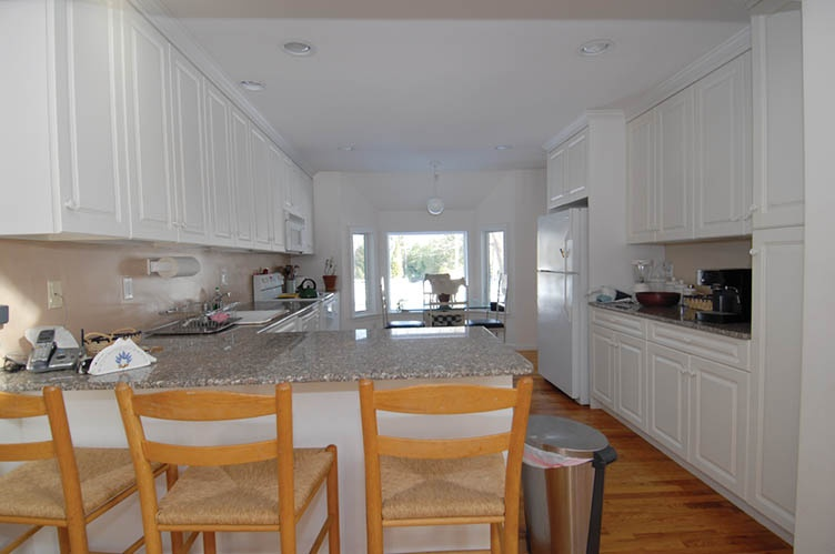 Additional photo for property listing at Bright And Cheerful  Bridgehampton, New York