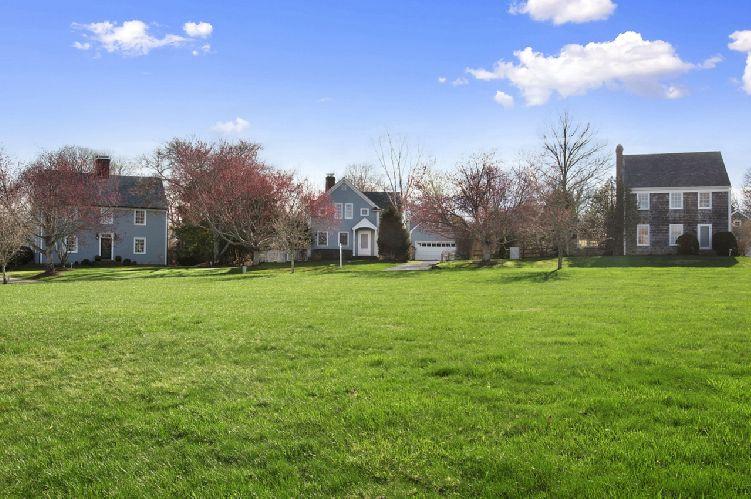 Additional photo for property listing at Bridgehampton Beach House Close To Town  Bridgehampton, New York