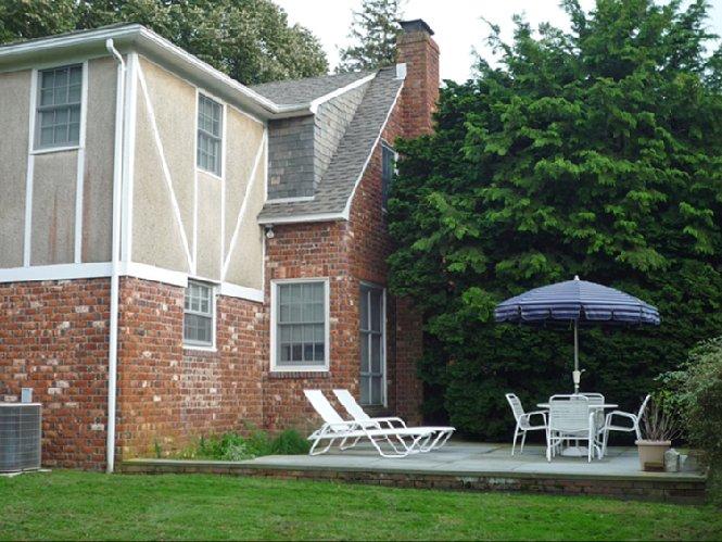 Casa Unifamiliar por un Alquiler en Village Cottage Southampton, Nueva York