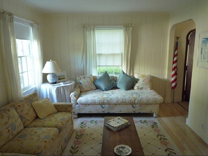 Additional photo for property listing at Village Cottage  Southampton, Nueva York