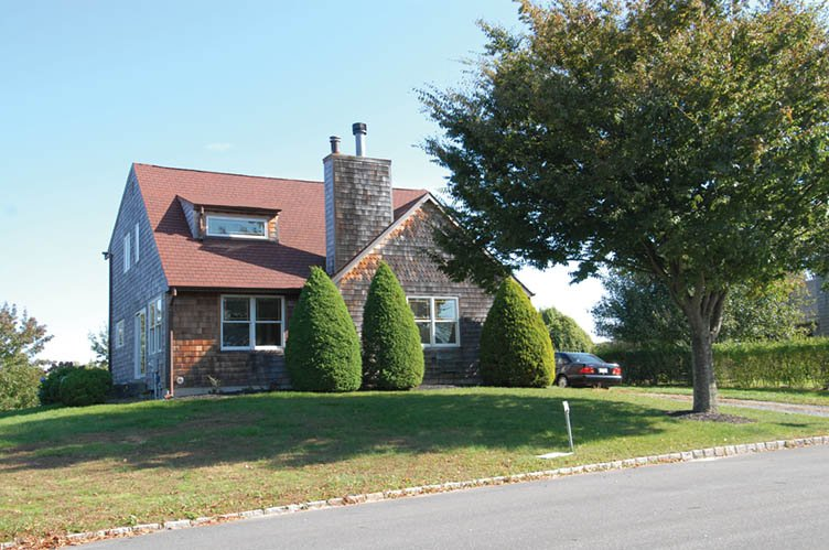 Additional photo for property listing at Village Carriage House  Southampton, New York