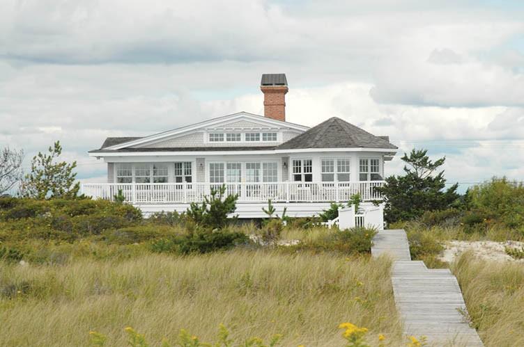 Casa Unifamiliar por un Alquiler en Fabulous Oceanfront Westhampton Beach, Nueva York