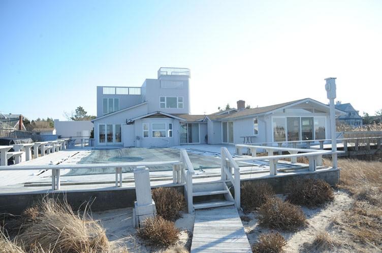 Casa Unifamiliar por un Alquiler en Summer Living Between The Bridges Westhampton Beach, Nueva York