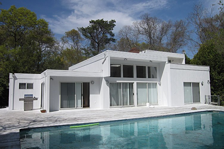 Casa Unifamiliar por un Venta en Spacious Contemporary Quogue, Nueva York